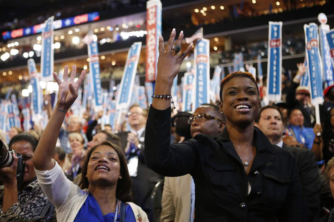 Democratic-Convention-delegates-cheer-first-lady
