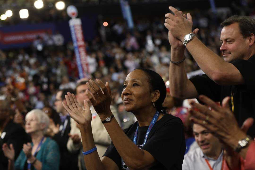 Democratic-Convention-Lewis-applause
