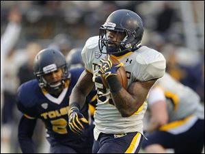 Toledo Rockets gold team running back David Fluellan scores a touchdown.
