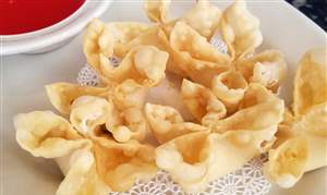 Crab-rangoon-at-New-Empire-Chinese-Restaurant